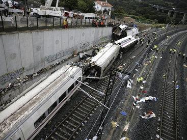 В Чехии пассажирский поезд столкнулся с грузовиком, есть пострадавшие