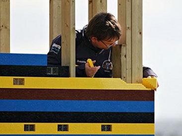 Англичанин построил 2-этажный дом из деталей Lego - ФОТО