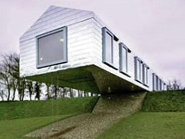 Философ построил балансирующий над землей отель - ВИДЕО