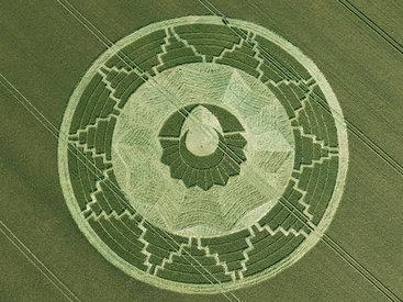 Загадочные круги на полях в графстве Уилтшир - ФОТО