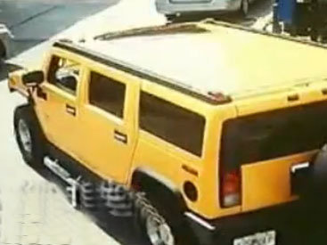 Девушка за рулем снесла бензоколонку - ВИДЕО