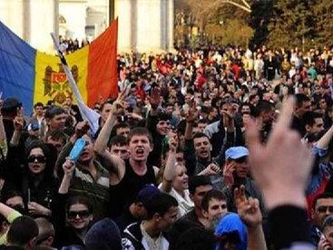 Протестующие в Молдове пикетируют госучреждения