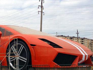 Первая в мире статуя Lamborghini в Махачкале - ФОТО