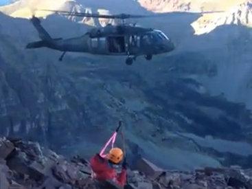 Мастерская эвакуация альпинистов с вершины горы - ВИДЕО