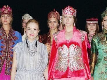 Азербайджанские платья на мистическом острове Байкала - ФОТО