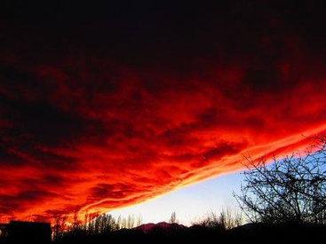 Жители Иссык-Куля наблюдали кровавое облако - ФОТО