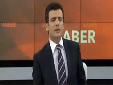Ведущий турецкого телеканала упал в обморок в прямом эфире - ВИДЕО