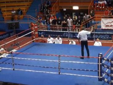 Мерзкий поступок боксера на ринге - ВИДЕО