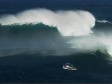 Головокружительный серфинг на огромных волнах - ВИДЕО