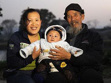 27-летняя китаянка влюбилась в 72-летнего целителя - ФОТО