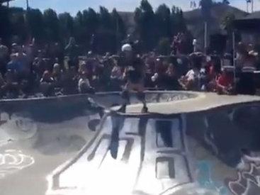 Девушки делают крутые трюки на скейтбордах - ВИДЕО
