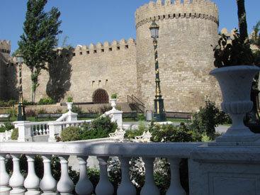 Белое кружево Баку: обычный день в необычном городе – ФОТОСЕССИЯ