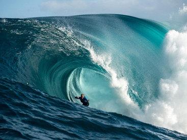 Сёрферы на 18-метровых волнах у берегов Западной Австралии - ФОТОСЕССИЯ