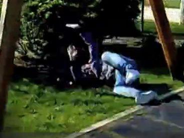 Парень получил серьезную травму во время трюка - ВИДЕО