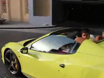 Вся семья в одном Ferrari - ВИДЕО