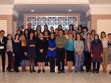 Active Mom's Club организовало конференцию с участием главного педиатра Баку - ВИДЕО-ФОТО