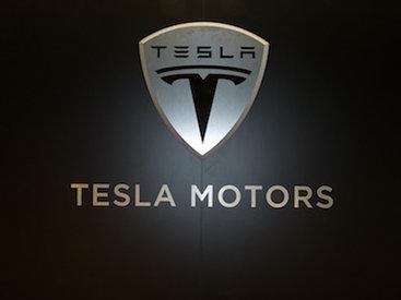 Tesla сокращает зарплаты сотрудников до 30%