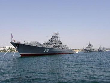 Отряд кораблей Каспийской флотилии РФ прибыл в порт Баку