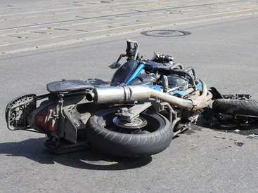Итальянская мотоциклистка попала в тяжелое ДТП в Гёйгеле - ФОТО