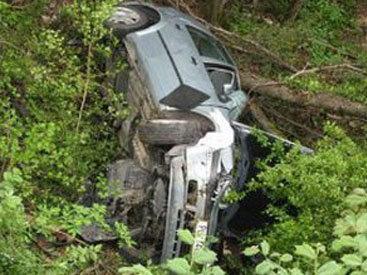 В Агстафе ГАЗ-24 столкнул Opel в овраг, есть раненые
