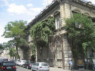 Жильцы ряда домов Баку обеспокоены судьбой своих дворов