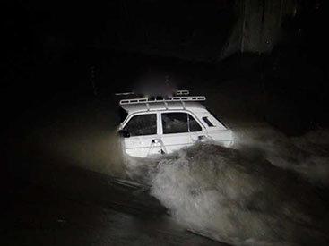 В Хачмазе автомобиль упал в канал, водитель не найден - ФОТО