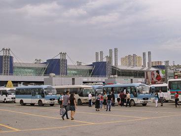 Пассажиров возят в регионы на табуретках