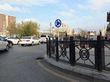 Bakının mərkəzində yol nişanı sürücülərə problem yaradır - FOTO