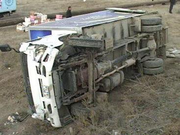 На дороге Ширван-Сальян İSUZU столкнулся с ГАЗ 3110 – ФОТО