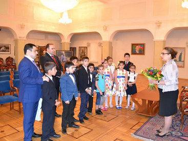 """Ученики школы """"МАЯК"""" посетили посольство Азербайджана в Москве - ФОТО"""