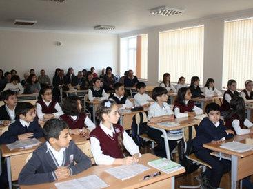 В Баку объединили две школы