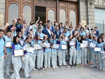 Волонтерам первых Евроигр вручены благодарственные грамоты от имени Президента Ильхама Алиева и Первой леди Мехрибан Алиевой - ФОТО