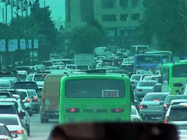 Жители бакинского поселка из-за этого опаздывают на работу