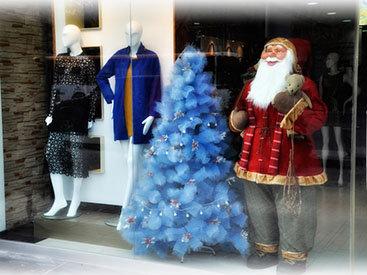 Баку в ожидании праздника: Новый год начинается с витрин - ФОТО