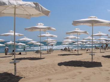 Сколько стоит посидеть на бакинском пляже?