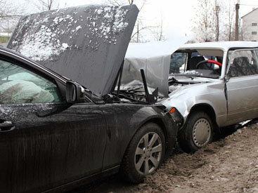 В Баку столкнулись Mercedes, ВАЗ и BMW: есть погибший