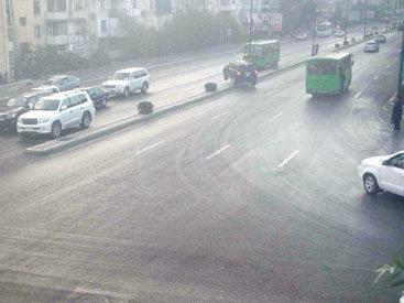 В Баку внедорожник врезался в автобус - ВИДЕО