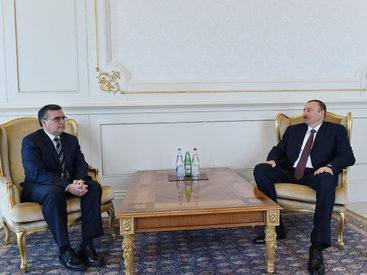 Президент Ильхам Алиев принял верительные грамоты новоназначенных послов Республики Сейшельские Острова, Ирландии, Эквадора, Перу и Уругвая - ОБНОВЛЕНО - ФОТО - ВИДЕО