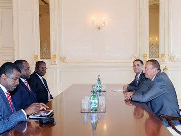 Президент Азербайджана принял делегацию во главе с премьер-министром Содружества Доминики
