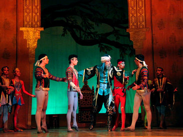 Театр оперы и балета подарил детям роскошный сказочный балет - ФОТО