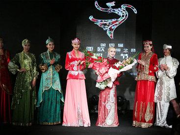 Красавицы Китая в азербайджанской национальной одежде - ФОТО