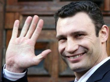 Франция пригласила Виталия Кличко в Париж