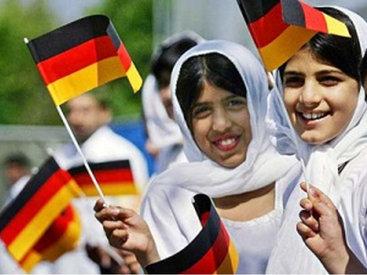 Поток мигрантов в Германию за год увеличился вчетверо
