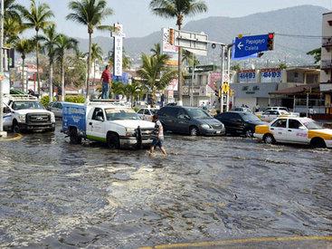 Акапулько накрыла гигантская волна - ФОТО - ВИДЕО