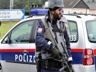 В Австрии полиция спасла 26 беженцев, едва не погибших в кузове грузовика