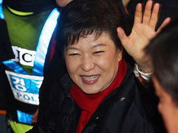 """Президент Южной Кореи поднимет паром """"Севол"""" со дна моря"""