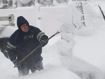 Жизнь в США остановилась из-за сильного снегопада
