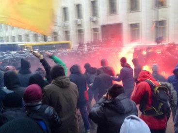 В ходе столкновений в центре Киева ранены милиционеры