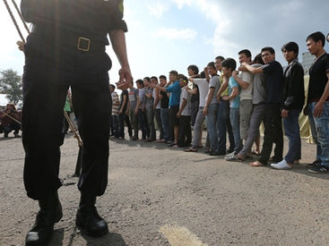 Сотни нелегалов отправились пешком из Венгрии в Австрию