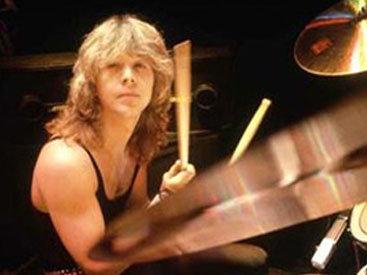 Умер бывший барабанщик Iron Maiden